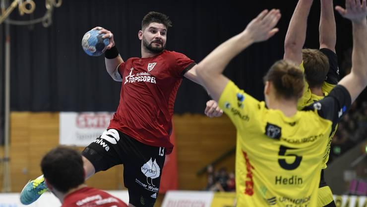 Auch seine Tore sollen helfen: Milan Skvaril und der HSC Suhr Aarau wollen in die Playoff-Halbfinals.