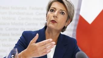 FDP-Bundesrätin und Justizministerin Karin Keller-Sutter will die Kommunikation des Bundesrates verbessern. (Archivbild)