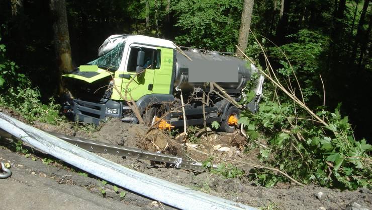 Der Fahrer blieb beim Unfall unverletzt.