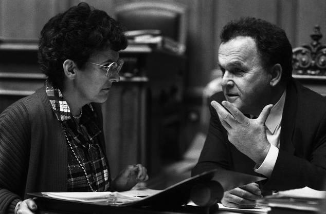 Frauenkiller Otto Stich 1986 im Gespräch mit Nationalrätin Eva Segmueller (CVP).