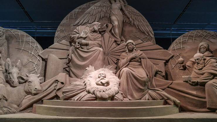 700 Tonnen Sand haben sich auf dem Petersplatz in Rom in eine Weihnachtskrippe verwandelt.