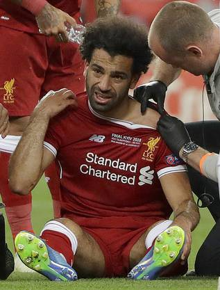 Einer der tragischen Figuren: Mohamed Salah musste wegen einer Verletzung nach 30 Minuten vom Feld.