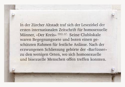 Die an der Zürcher Brunngasse angebrachten Tafeln erinnern an den Beginn der liberalisierten Einstellung gegenüber Homosexuellen.