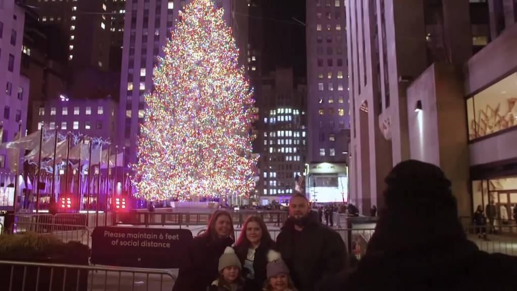 New Yorker finden Trost am Rockefeller Center