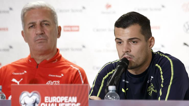 Granit Xhaka (rechts) sagt über Vladimir Petkovic: «Ich habe noch mit einem Trainer ein derart gutes Verhältnis gehabt.»