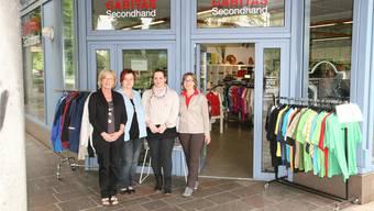 Das Caritas-Team mit Ladenleiterin Astrid Bonsaver (rechts).