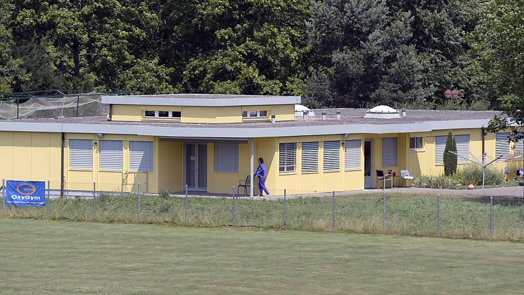 Das Bundesgericht hat eine lange Freiheitsstrafe für einen versuchten Mord im Asylzentrum in Embrach ZH bestätigt. (Archivbild)