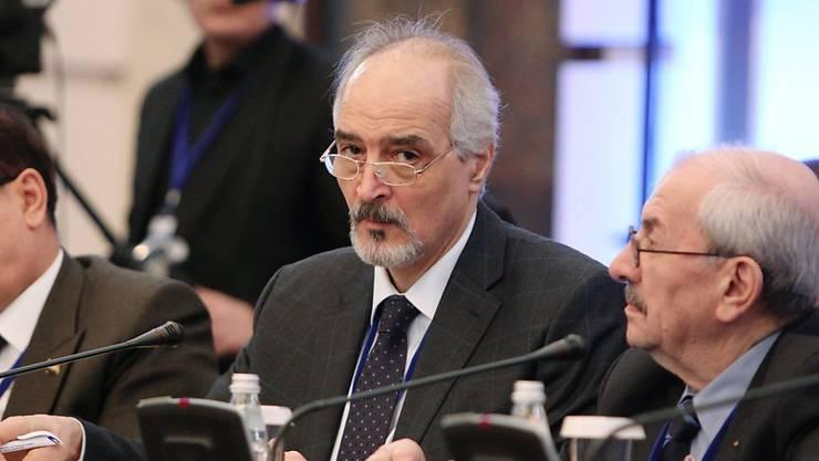 Der Vertreter der syrischen Regierung, Baschar al-Dschaafari (Mitte), in Astana (Aufnahme vom vorangegangenen Treffen im Januar).