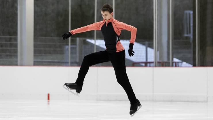 Als er das erste Mal Frauenschlittschuhe mit Zacken trug, wusste er: «Eiskunstlauf ist voll mein Ding »