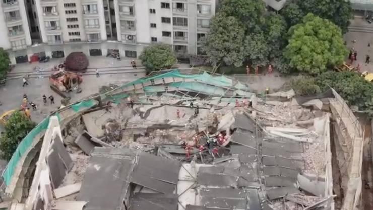 Nach einem Gebäudeeinsturz auf einer Baustelle in Schanghai gab es zehn Todesopfer gestiegen.