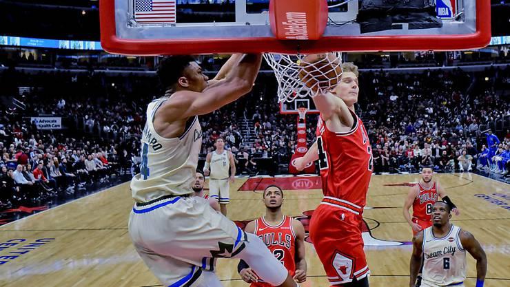 Milwaukees MVP Giannis Antetokounmpo (links) meldet sich mit 23 Punkten zurück