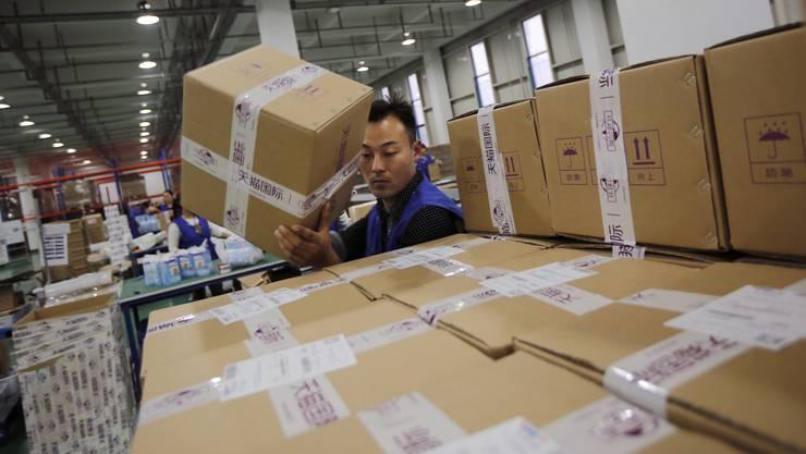 Viel zu tun: Angestellte im Alibaba-Lager ausserhalb von Hangzhou.