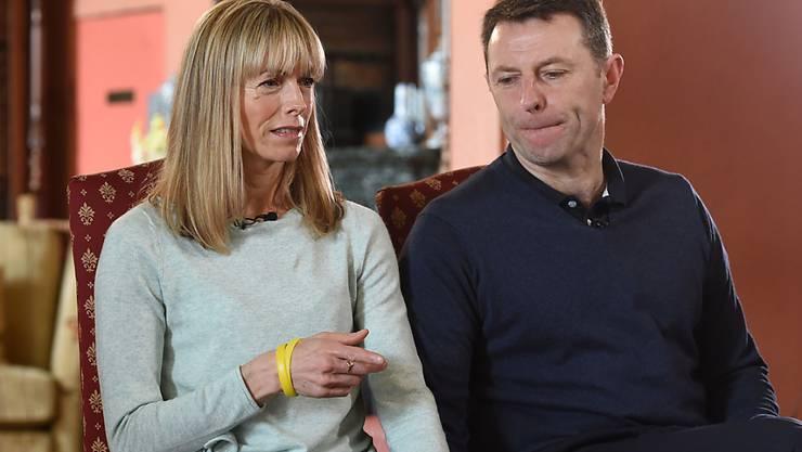 ARCHIV - Die Eltern des verschwundenen britischen Mädchen Madeleine « Maddie» McCann, Kate und Gerry McCann, geben der BBC in der Prestwold Hall ein Interview. Foto: Joe Giddens/PA Wire/dpa