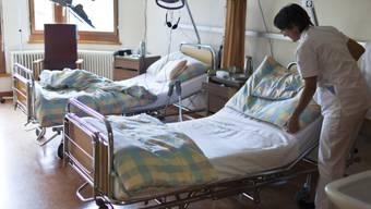 Der 70-jährige, verunfallte Velofahrer ist im Spital seinen Verletzungen erlegen. (Symbolbild)