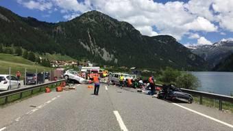In den Unfall waren zwei Autos und ein Kleinbus verwickelt
