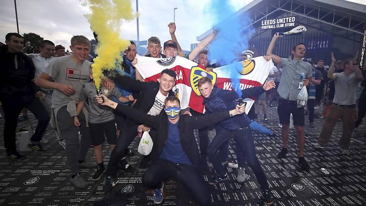 Fans feiern überschwänglich den Aufstieg von Leeds United