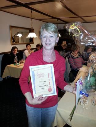 Heidi Schär turnt seit 30 Jahren in der Frauenriege Effingen. Herzliche Gratulation.
