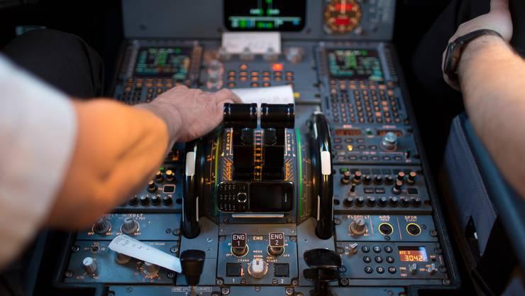 Der Bundesrat verstärkt die Früherkennung von psychischen Erkrankungen bei Piloten. (Symbolbild)
