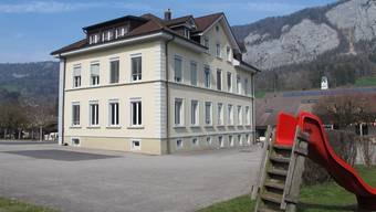 Das Alte Schulhaus, 1901 erbaut mit drei Klassenzimmern, Werkraum, Vereinslokal und Abwartwohnung.