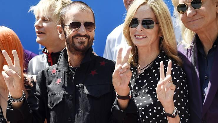 Ringo Starr und seine Frau Barbara Bach bei der Feier seines 77. Geburtstags vor dem Studio Capitol Records in Los Angeles.