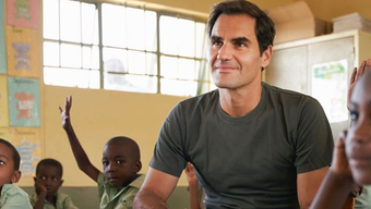 Roger Federer bei seinem Besuch in Namibia.