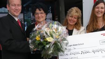 Namensgeber: Thomas Koch (BDWM), die Preisgewinnerin Brigitte Müller, Nadya Rizzi (BDWM) und Simona Leimgruber (Medienpartner Radio Argovia) bei der Preisverleihung (von links nach rechts).