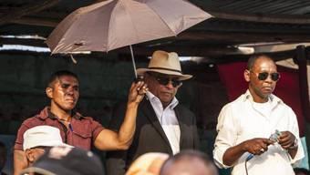 Präsidentschaftskandidat Robinson Jean-Louis (mit Hut)