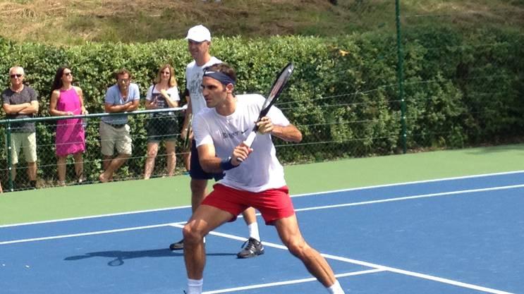 Viele Zuschauer kamen nur wegen ihm. Roger Federer während seines Trainings.