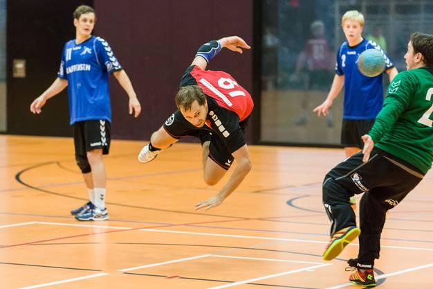 Janick Jost (19) erzielt einen spektakulären Treffer