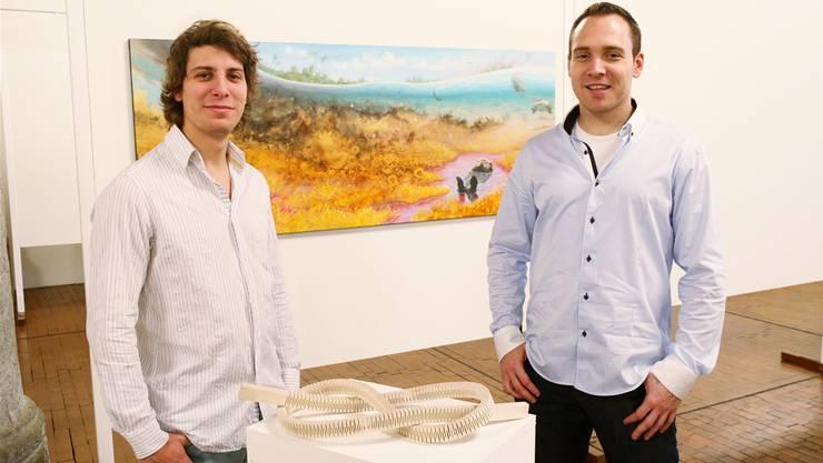 Jonas Thibault (l.) und Dominique Ruppen zeigen ihre Werke in der Säulenhalle.