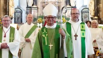 Hoher Besuch: Bischof Felix Gmür (M.) nahm an der Feier in der Stadtkirche Baden teil.