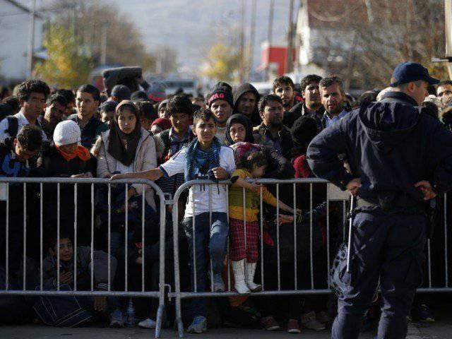 Migranten vor einem Registrierungszentrum im serbischen Presevo: Die UNO und Amnesty International kritisieren Europas Flüchtlingspolitik.© KEYSTONE