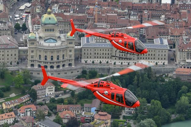 Die neuen Helikopter vor prominenter Kulisse
