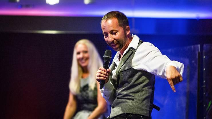«Es hat riesig Spass gemacht in Buchs.» DJ Bobo tritt zusammen mit seiner Frau Nancy und fünf Musikern im Auftrag der Migros Aare in fünf Einkaufszentren auf.
