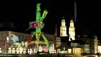Kunst oder Hafechäs? Das Künstlerkollektiv «Projektil» beleuchtet den Hafenkran
