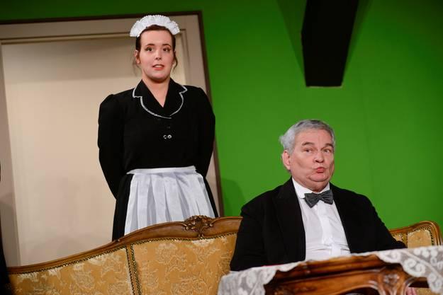 ... Die Rolle des Laienschauspielers und die eines Teilnehmers an einem Diner in der adeligen, englischen Gesellschaft zu Beginn des 20. Jahrhunderts.
