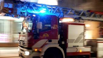 Bei einem Brand in einem Mehrfamilienhaus in Weiach ist am Donnerstagabend hoher Sachschaden entstanden. (Symbolbild)