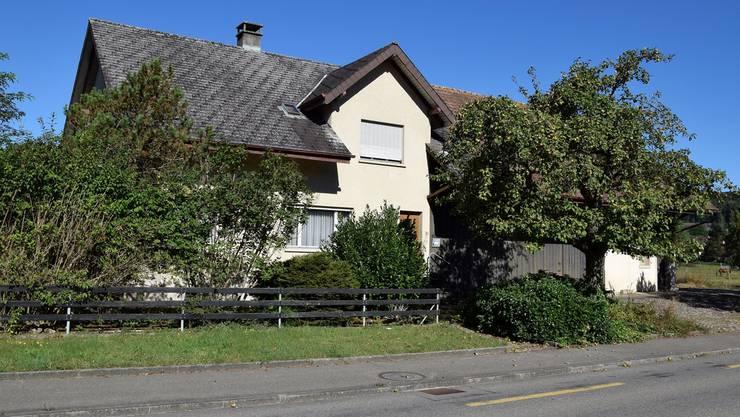 Der Gemeinderat möchte die Liegenschaft an der Ausserdorfstrasse 11 kaufen und als Asylunterkunft nutzen.