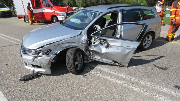 Der schwer beschädigte VW Passat.