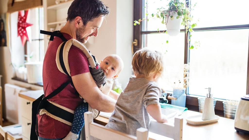 Männer in der Kinderbetreuung haben mit vielen Vorurteilen zu kämpfen. (Symbolbild)