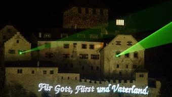 Schon im Hitzesommer 2003 war auf ein Feuerwerk verzichtet worden. Besucherinnen und Besucher konnten am Liechtensteiner Staatsfeiertag eine Lasershow verfolgen (Archivbild).