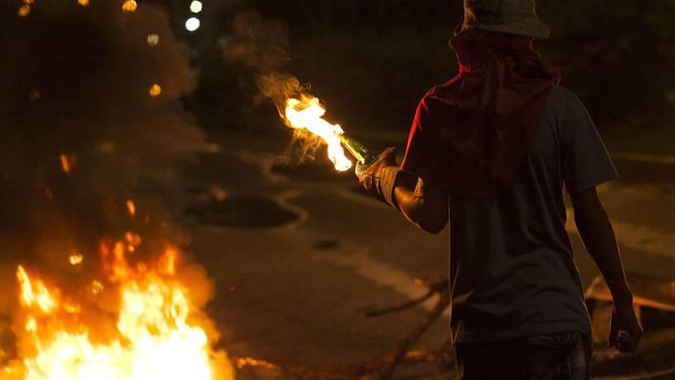 In Venezuela sind erneut zahlreiche Menschen gegen die sozialistische Regierung auf die Strasse gegangen - die Sicherheitskräfte gingen aber hart gegen die Demonstranten vor.