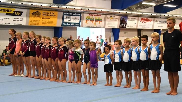 Talenttreppchen von 5 bis 18 Jahren: Die Turnenden zeigten zum Abschluss ihres Sommertrainings nochmals ihr Können in der Curlinghalle Urdorf.