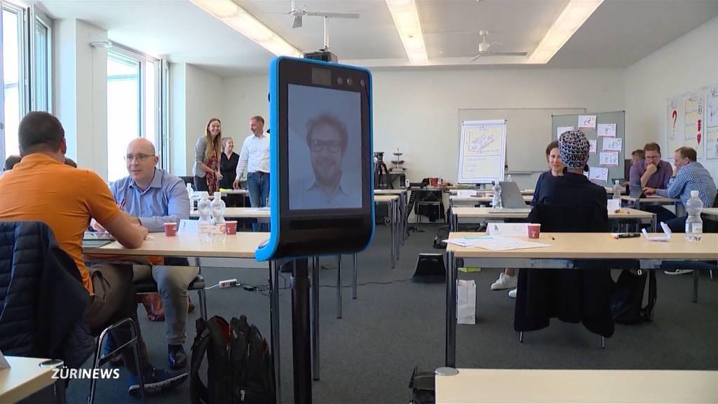 Risikogruppe dank Roboter wieder im Klassenzimmer