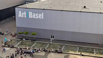 An der Art Basel kommen immer viele Menschen zusammen. Deshalb wird der diesjährige Anlass verschoben. (zvg)