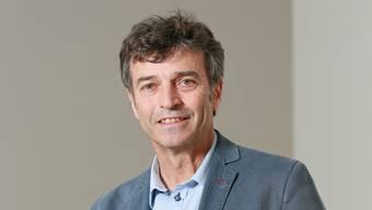 Andreas Ladner ist Professor an der Universität Lausanne. Er leitete unteranderem Forschungsprojekte in der Kommunal- und Parteienforschung.