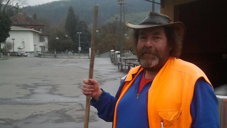 Werkhofmitarbeiter René Ryser muss mehr Müll wegräumen als in anderen Jahren zur Weihnachtszeit.