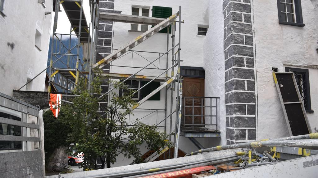 Umstürzendes Gerüst verletzt zwei Bauarbeiter