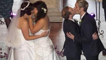 Rachel Briscoe und Jess Ivess, sowie Richard Andrew und Richard Rawstorn feiern ihre Heirat.