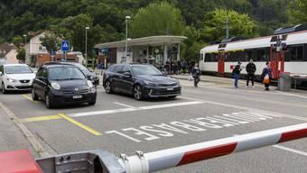 Eine Testphase mit Offenhalten der Bahnschranken bringt keine neuen Erkenntnisse mit dem Stau in der Klus, sagt der Regierungsrat.